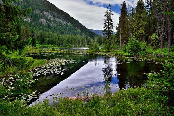 Howard                                                           Lake in North                                                           Cascades                                                           National Park,                                                           Washington