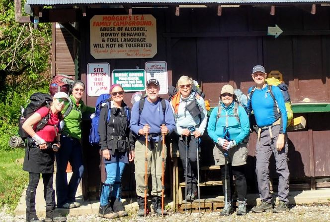 Backpacking school - Hikers in front of shelter